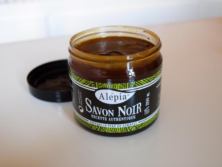 Le savon noir pratique conomique et cologique lola loves beauty - Le briochin savon noir ...