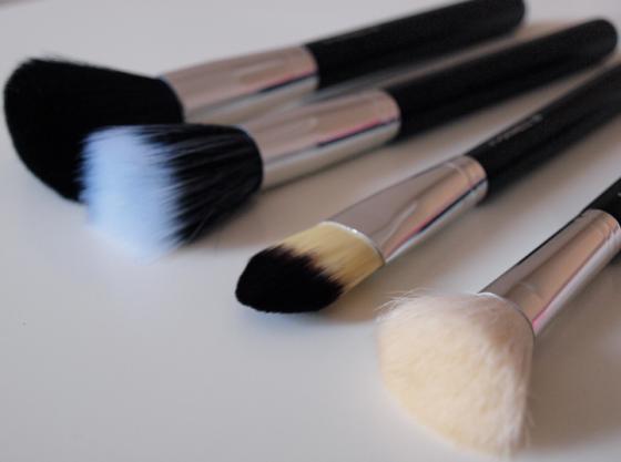De l utilisation des pinceaux en maquillage lola loves - Utilisation pinceaux maquillage ...